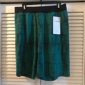 NWT Lululemon The Core Linerless Shorts Green LG